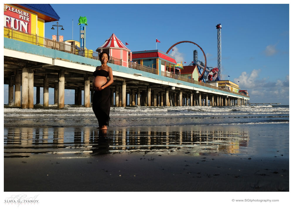 Maternity-photography-in-front-pleasure-pier