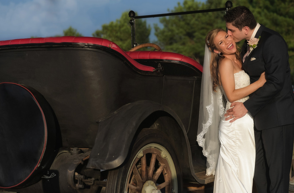 bride and groom at house plantation in cypress texas