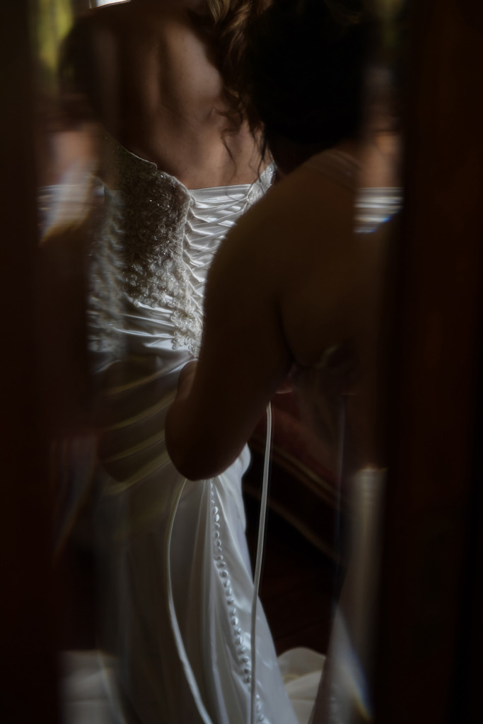 bride getting ready at the plantation house